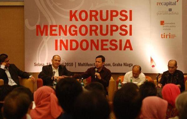 Peluncuran Buku Korupsi Mengorupsi Indonesia -Viva.co.id)