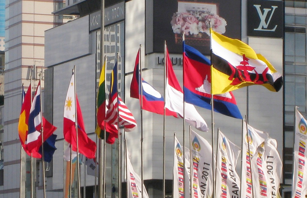 ASEAN_Nations_Flags_in_Jakarta_3-jazzmuhammad